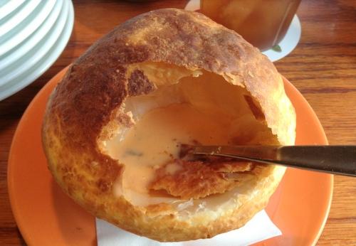 ロブスタービスクスープのパイ包み